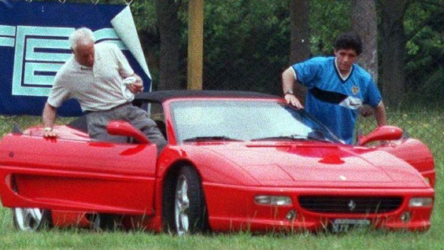 Conocé los autos de Diego Maradona