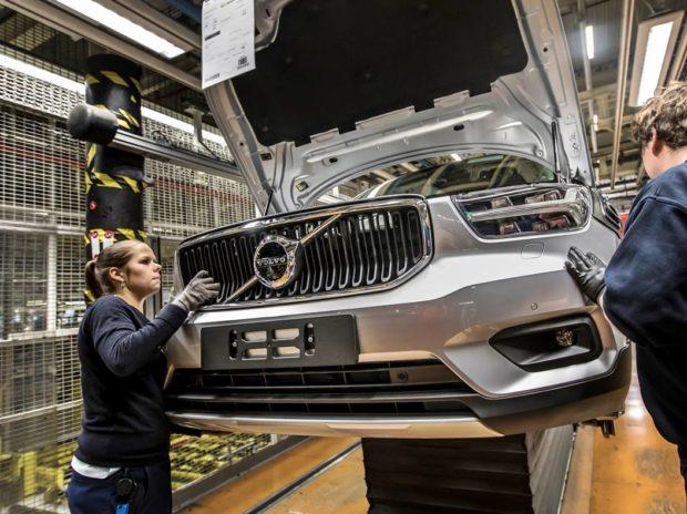 mujeres en la industria automotriz