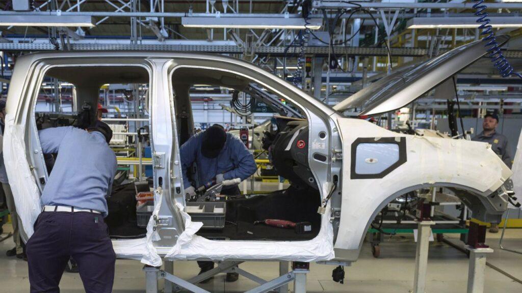 La producción automotriz local cayó